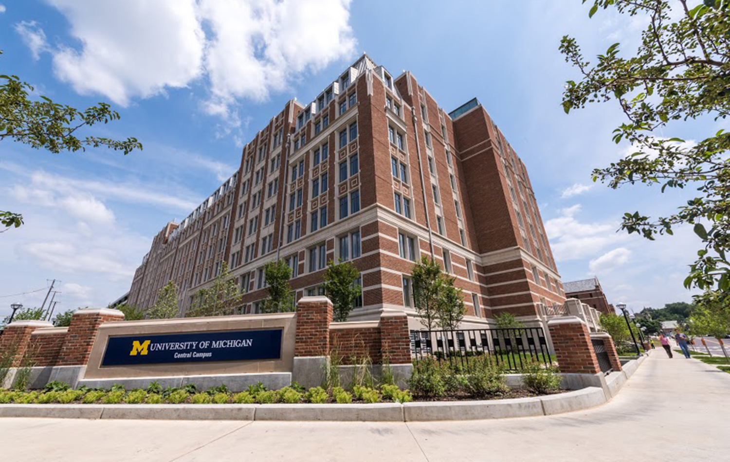 15_0723_munger-graduate-residences-opens-at-university-of-michigan-outside-orig.jpg