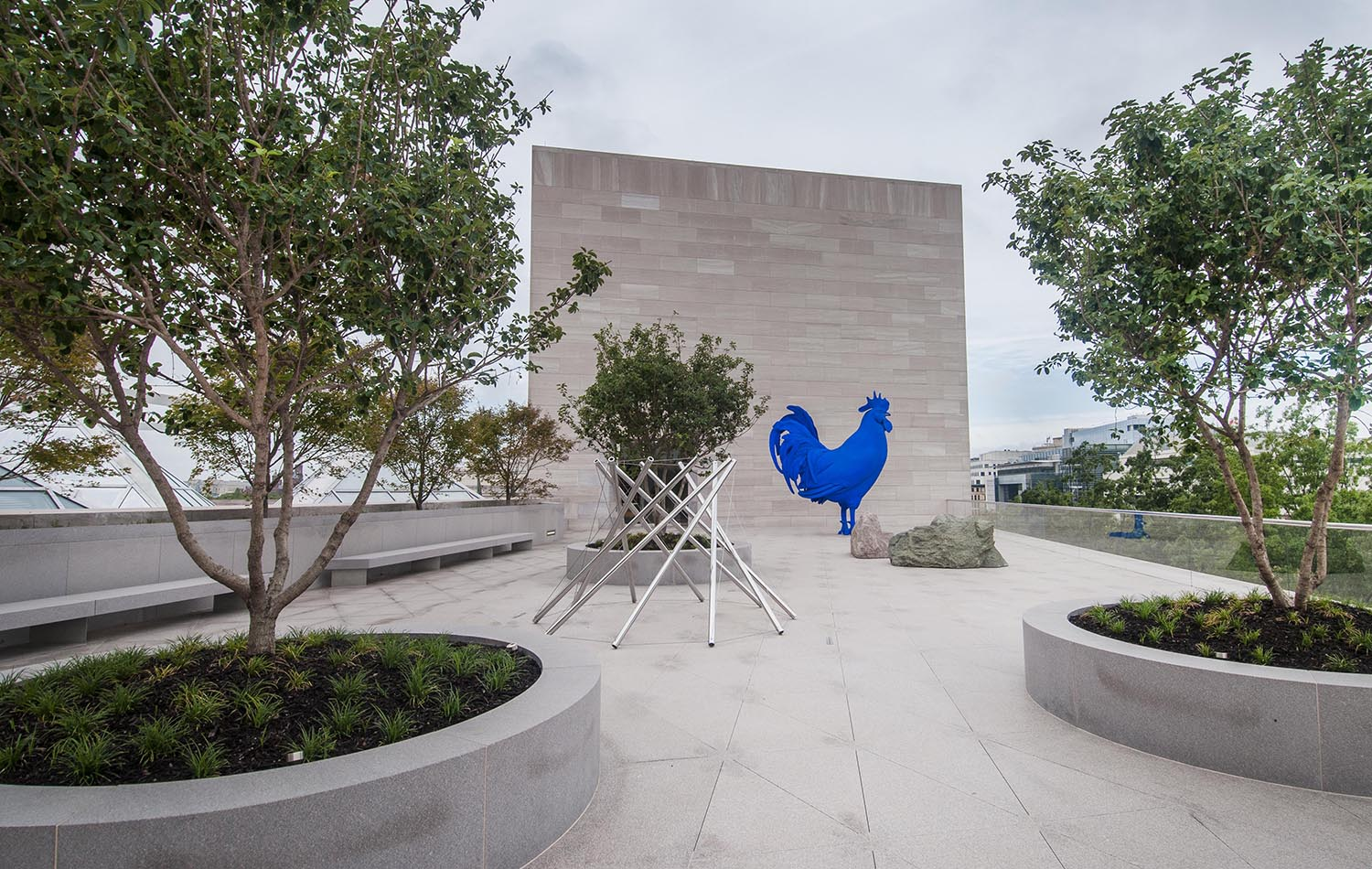 The new Roof Terrace of the East Building at the National Gallery of Art with a view of Nam June Paik's Ugly Buddha and Ugly TV (1991–1996), Kenneth Snelson's V-X (1968), Scott Burton's two Rock Settees (1988), and Katharina Fritsch's Hahn/Cock (2013), on longterm loan from Glenstone Museum (Image: Photo by Rob Shelley, courtesy National Gallery of Art, Washington, DC)