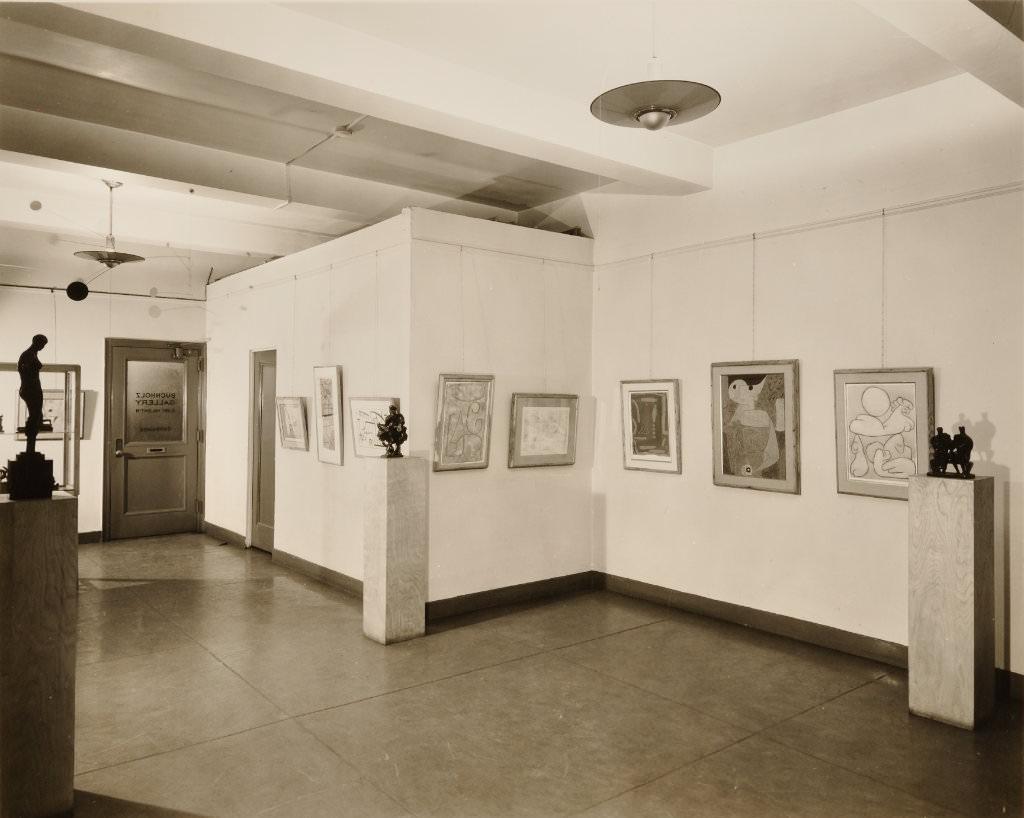 Abb. 2 Buchholz Gallery, New York, Saalaufnahme, 1948 Fotograf: Adolph Studly, N.Y. 19,2 x 24 cm, Archiv Bürgi im Zentrum Paul Klee, Bern, Schenkung Familie Bürgi ©Zentrum Paul Klee, Bern, Archiv