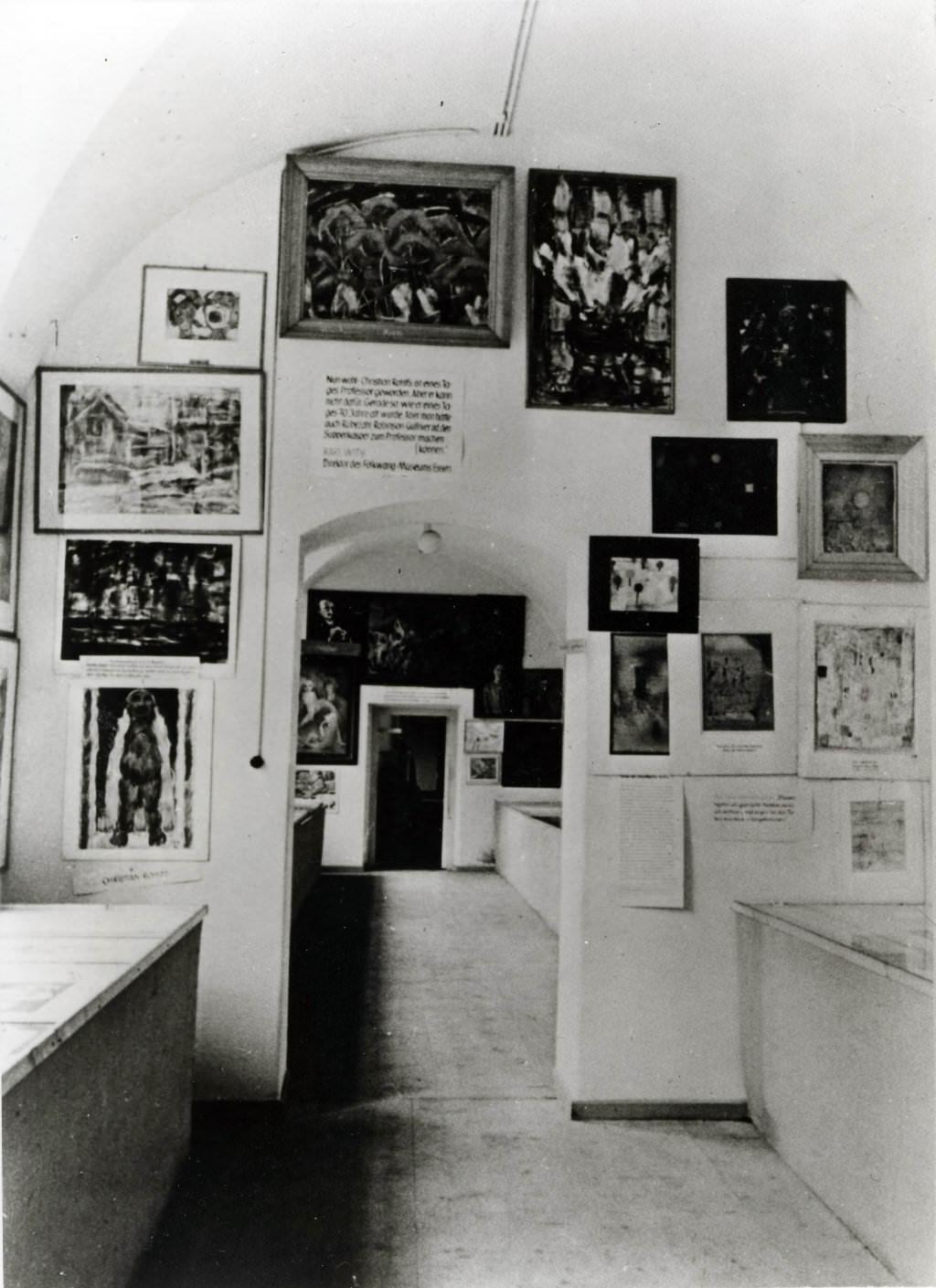 Abb. 13  Blick in Raum 2 im Erdgeschoss der Ausstellung »Entartete Kunst«, München 1937. © Zentrum Paul Klee, Bildarchiv
