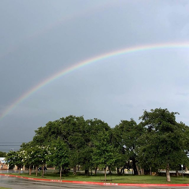 How many colors are in a rainbow? Leaving the office and saw this beautiful rainbow!! What a way to end the day!!! #rainbow #howmanycolorsinarainbow #goldenbergorthodontics #goldenbergortho #orthodontics #georgetown