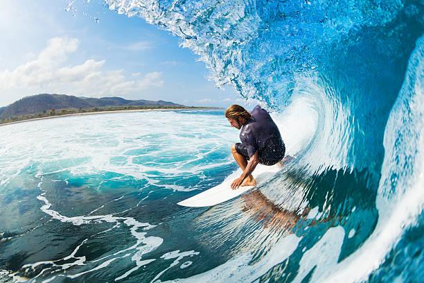 L'osmose,entre l'homme et la vague - ou chacun laisse à l'autre sa place...