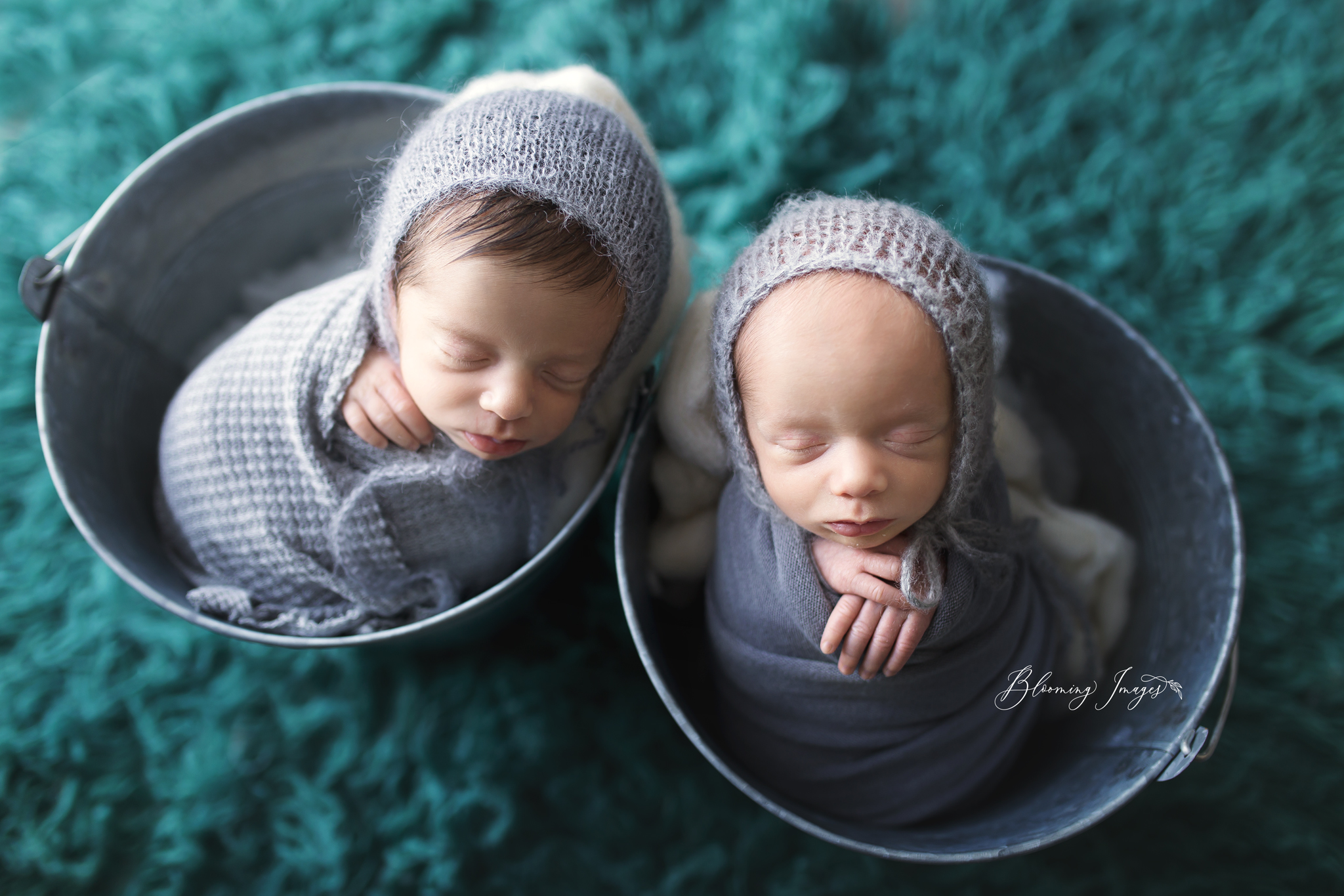 Twin Newborn-16 copy.jpg