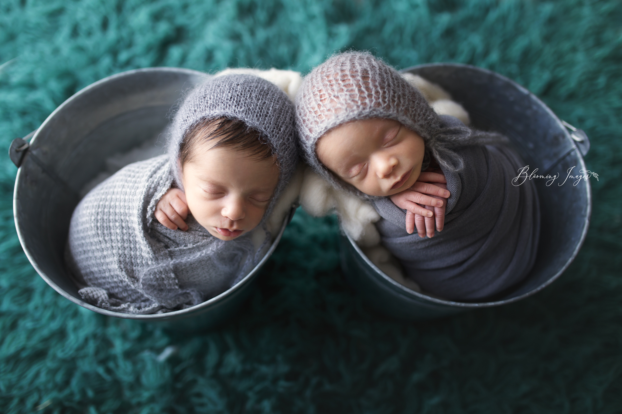 Twin Newborn-25 copy.jpg