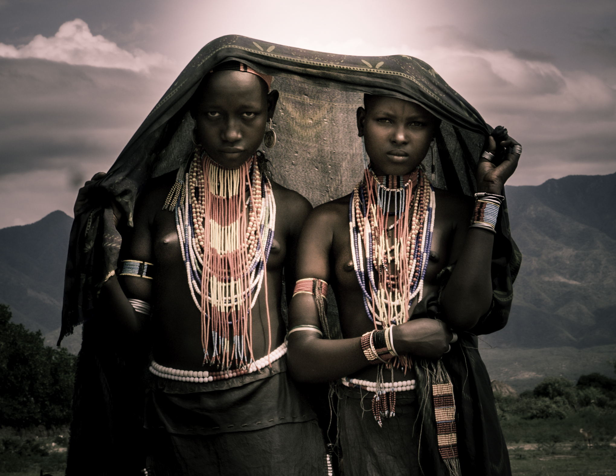 Arbore two young.jpg