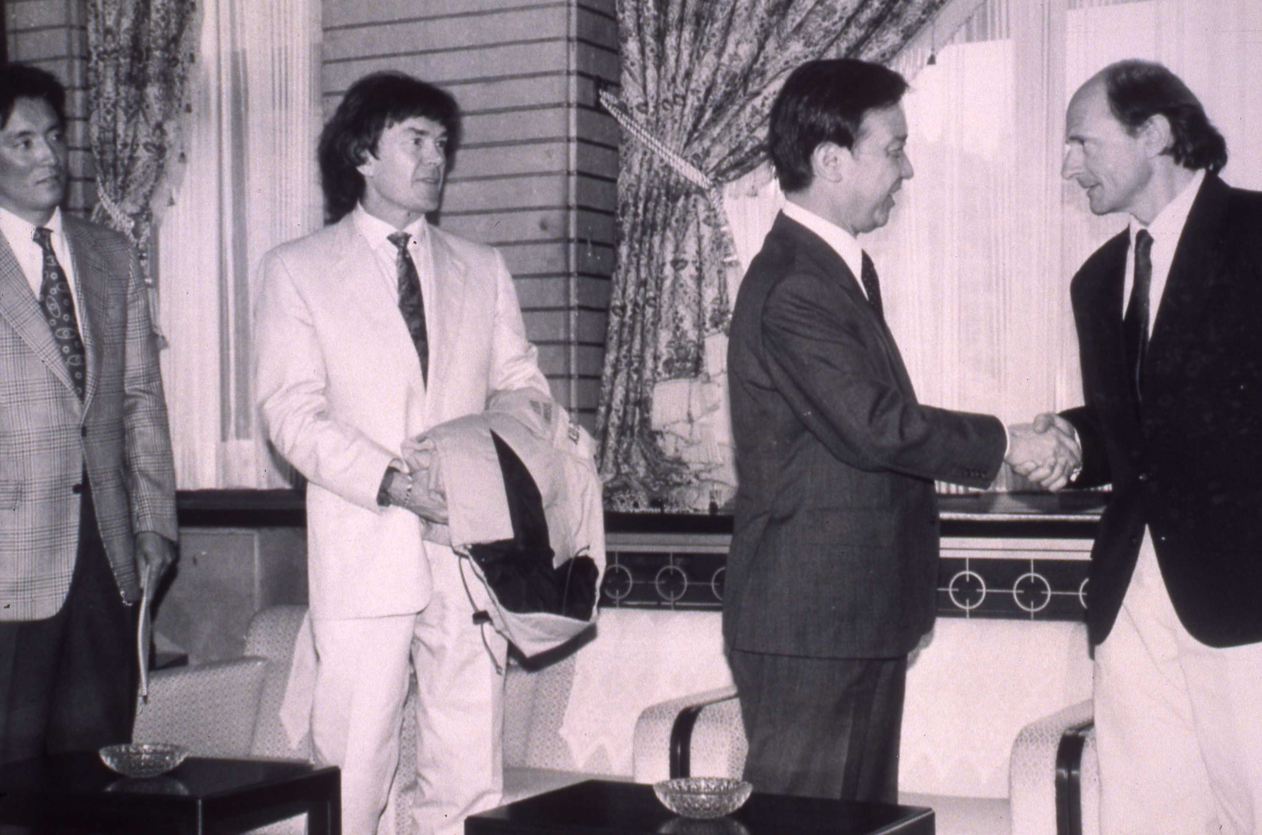 Expedition co-leader Jean-Louis Etienne visits with Japanese Prime Minister Toshiba Kaifu. Photo K. Okumura
