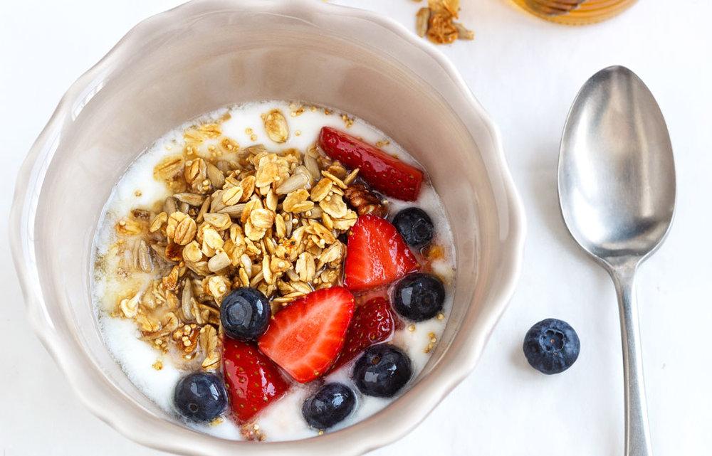 lowcountr-creamery-granola-berry-breakfast-bowl.jpg