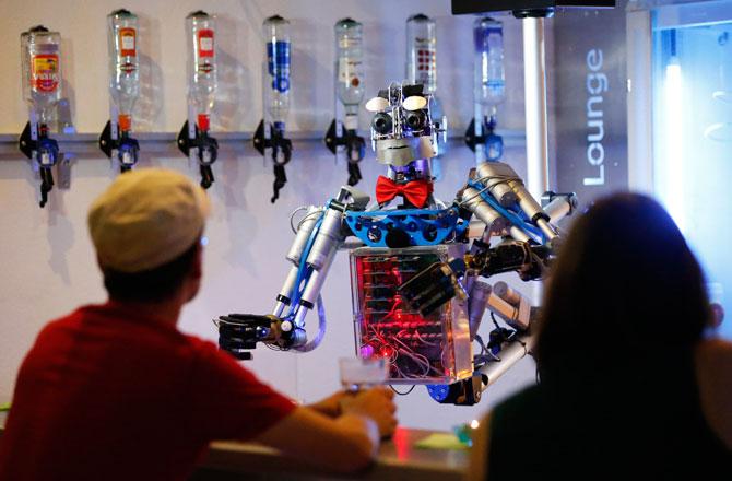 gallery-aug2-robot-bartender-670.jpg