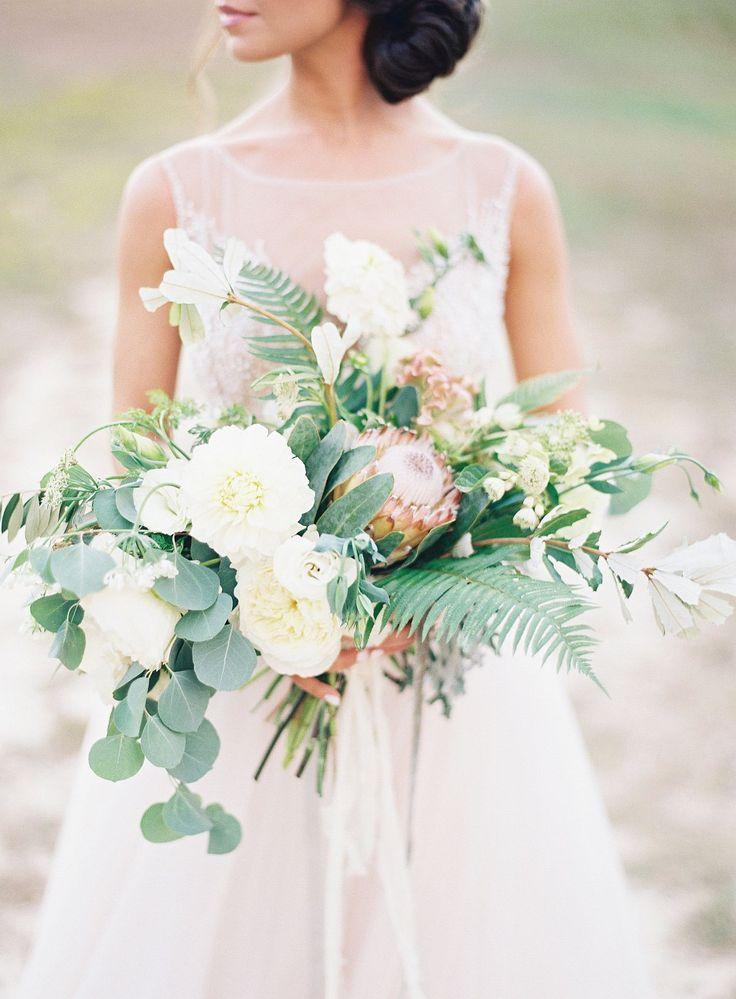 9cc710360f768e2c96922b0a5bc05f5a--bridesmaid-bouquets-wedding-bouquets.jpg