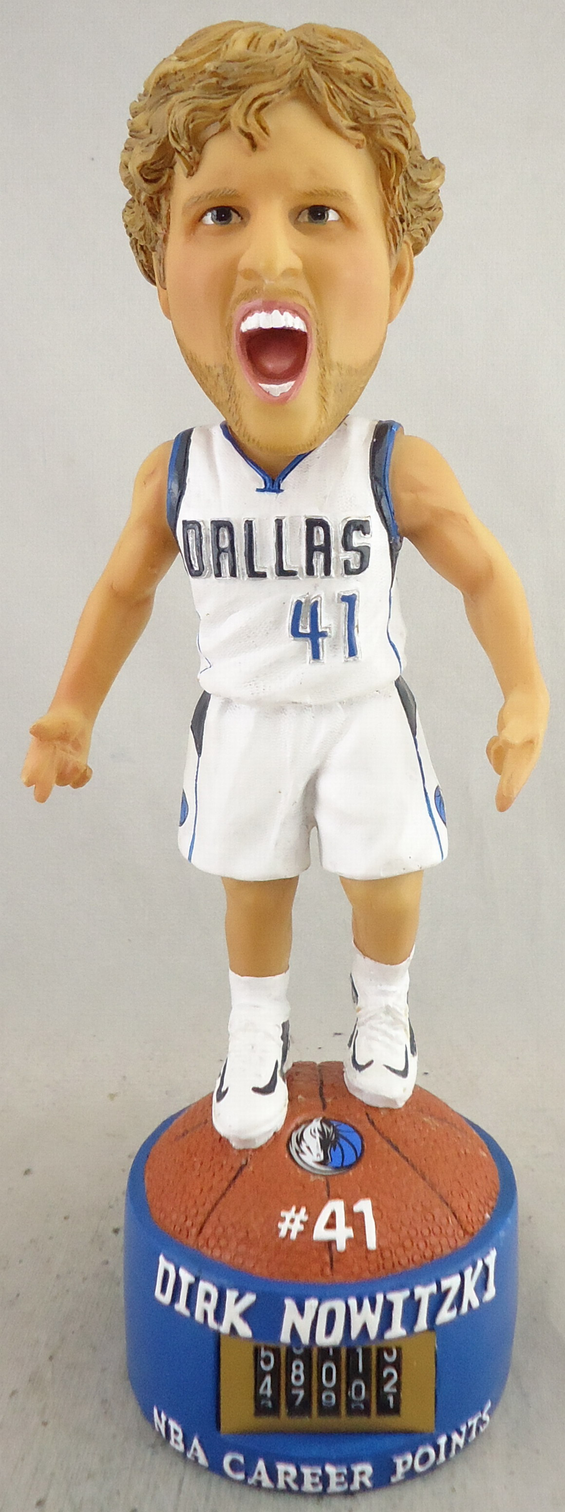 Dallas Mavericks - Dirk Notwitzki 111198, 7in Bobblehead with Counter.jpg