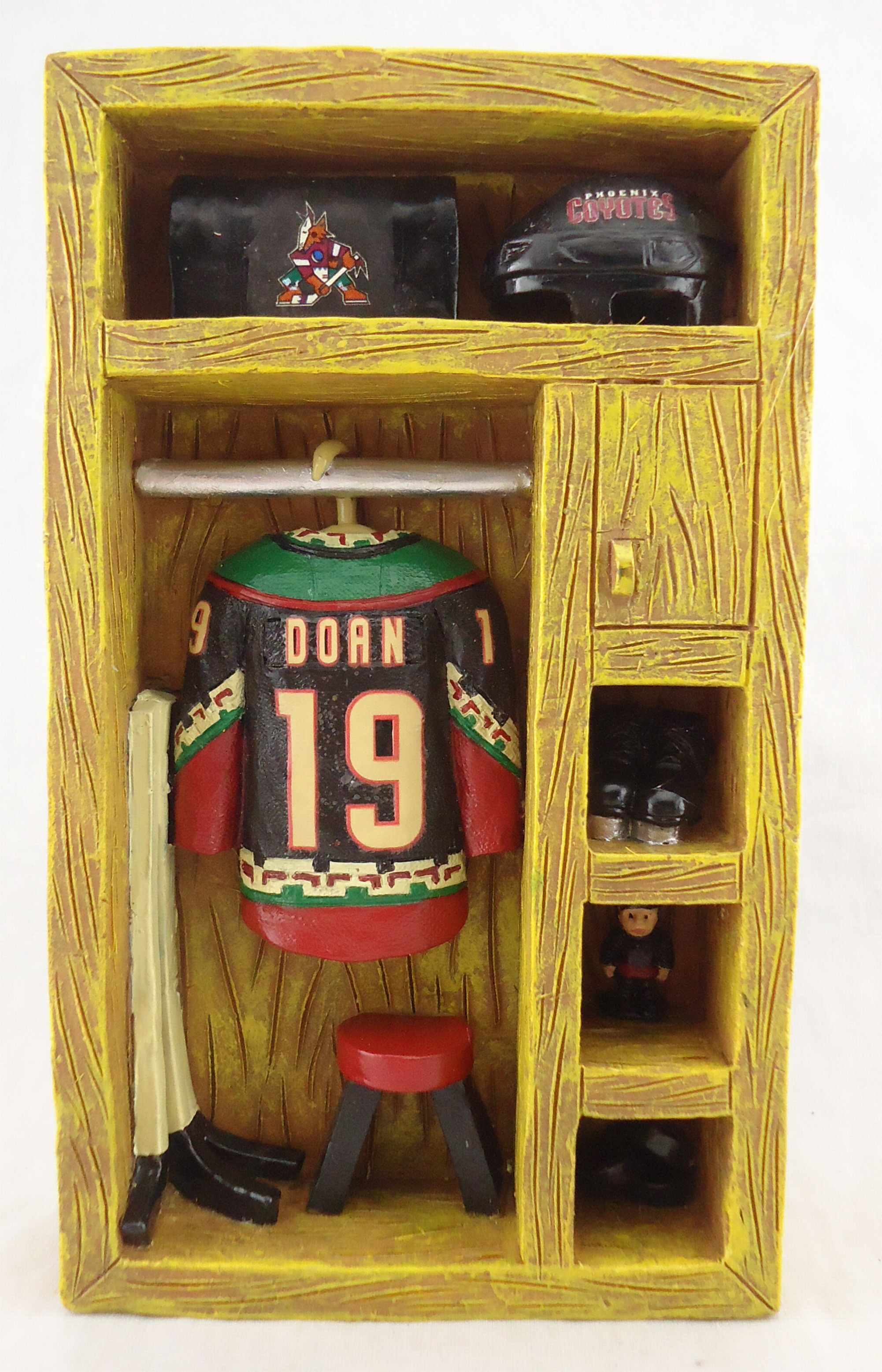 Arizona Coyotes - Shane Doan 111800, Locker.jpg