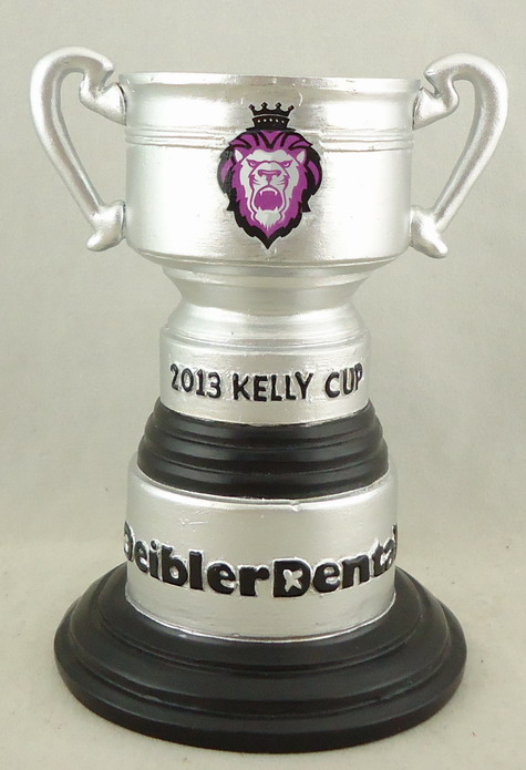 Reading Royals_Trophy Pen and Pencil Holder 110269.JPG