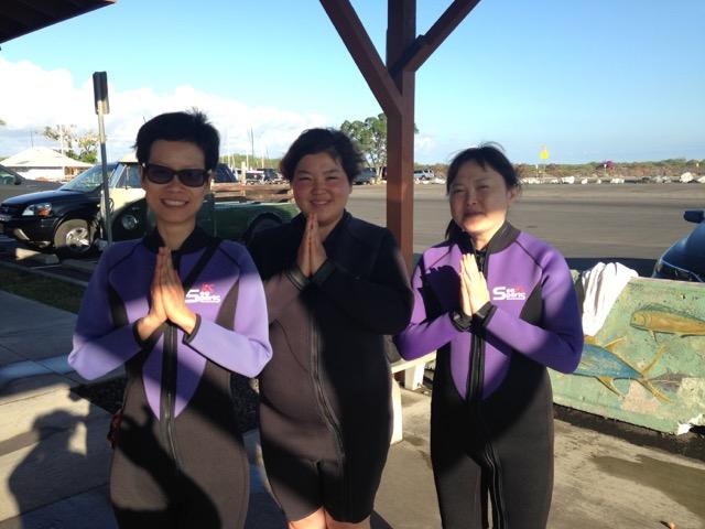 Students-prepare-for-dolphin-swim-prayers-2018.jpg