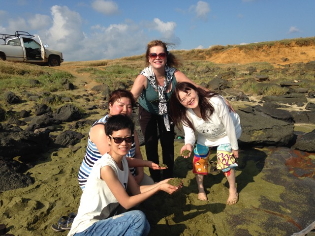 Green-sand-beach-with-students-2018.jpg