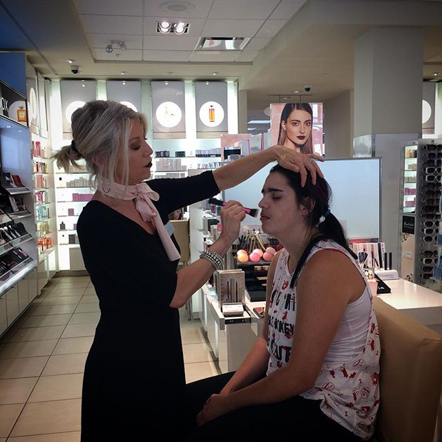 Glamming it up at Shoppers 💄👍🏻💟