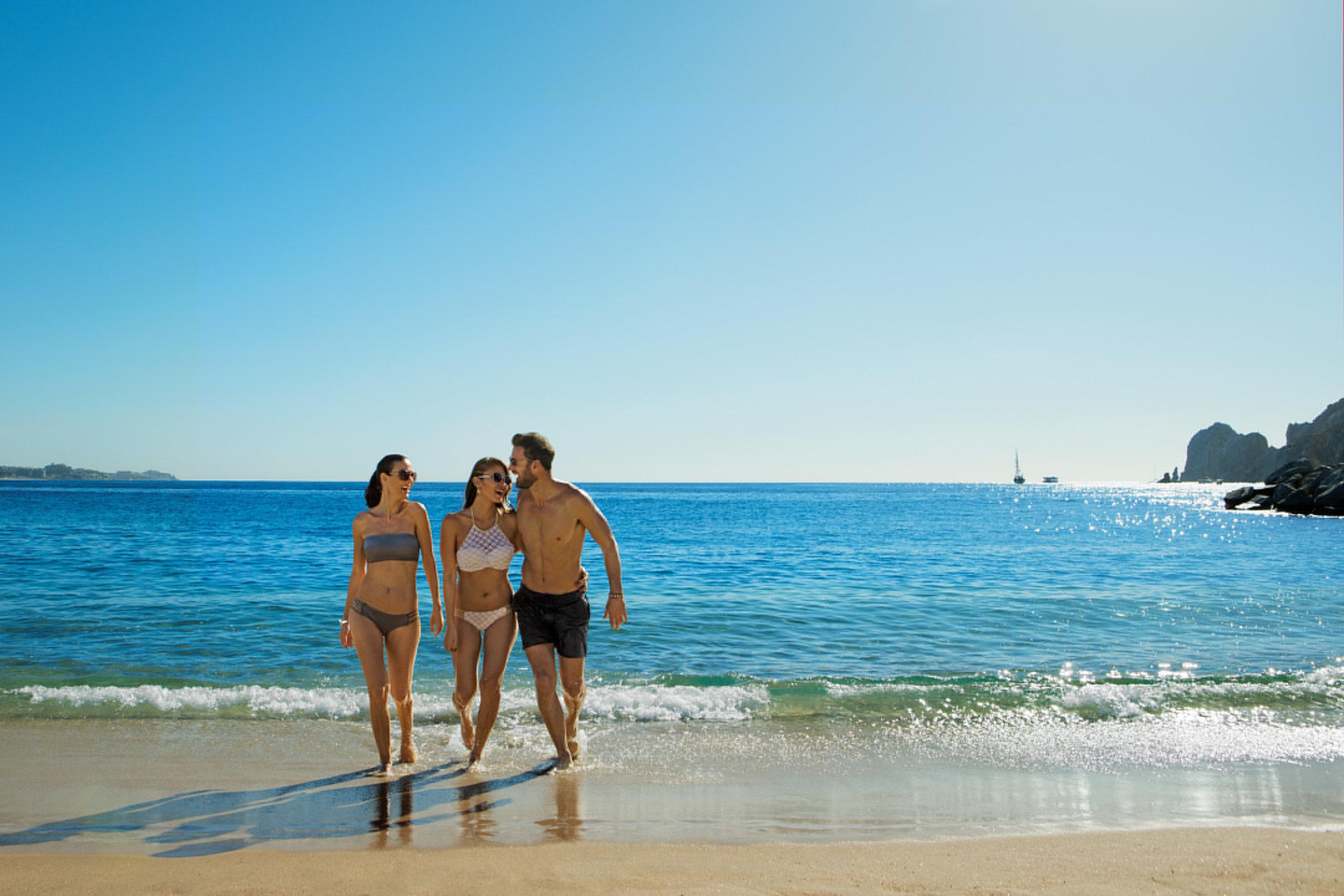 BRCSL_EXT_Group_Friends_Beach2_3A.jpg