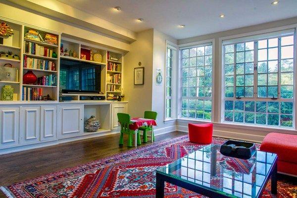 The family room at the home of Tahamtan Ahmadi and Parisa Abdollahi in Rydal, Pennsylvania. (JEFF FUSCO / For the Philadelphia Inquirer)