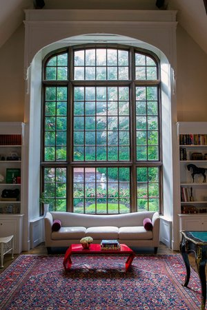 The 'Cathedral Room' at the home of Tahamtan Ahmadi and Parisa Abdollahi in Rydal, Pennsylvania. (JEFF FUSCO / For the Philadelphia Inquirer)