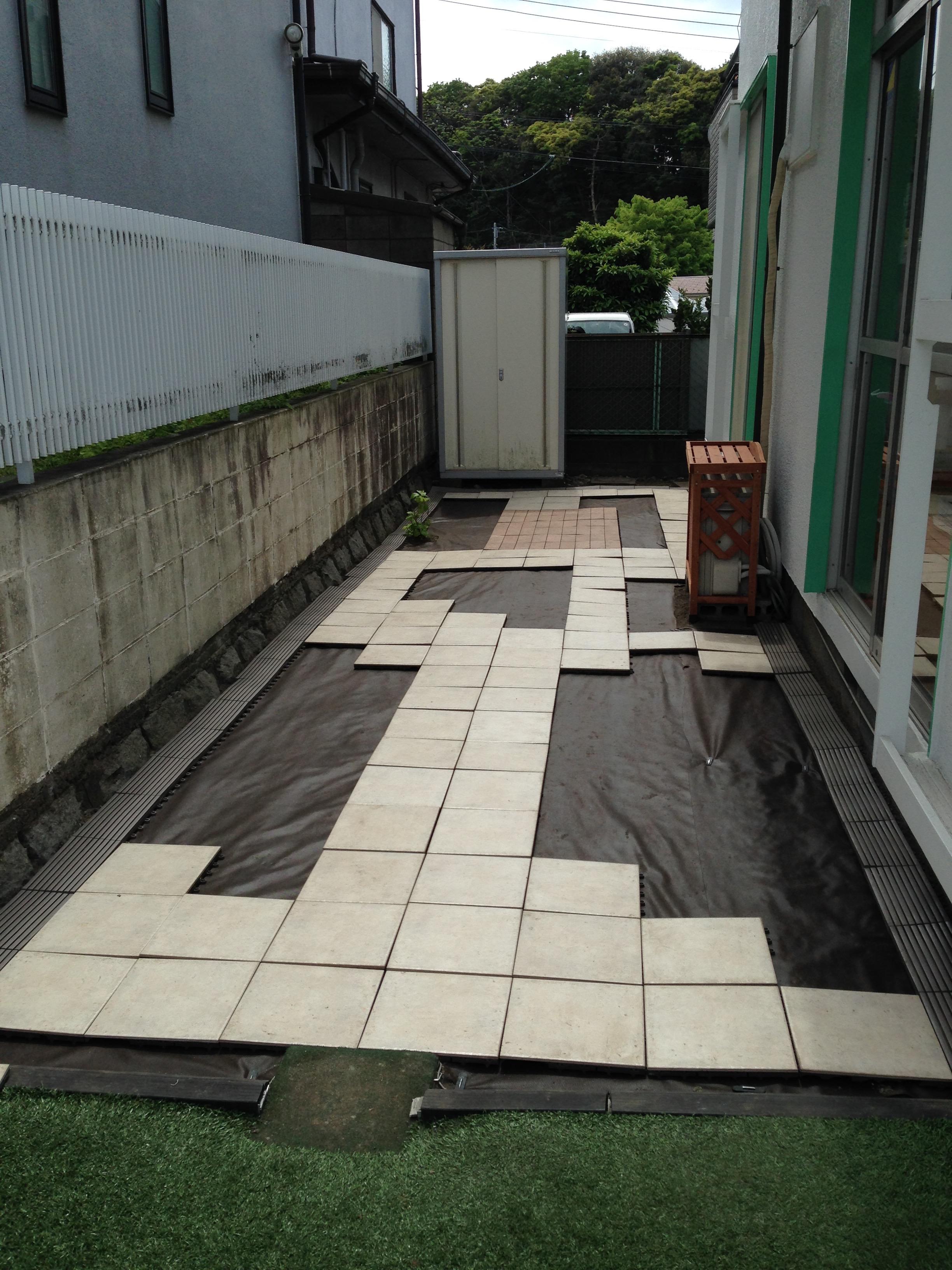 Laying down Tile
