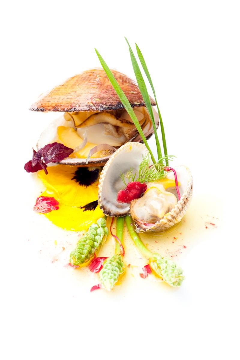 FHA-Amande de mer, coque, asperges, beurre framboise, pétales de bégonia-18052011-_MG_6309.jpg