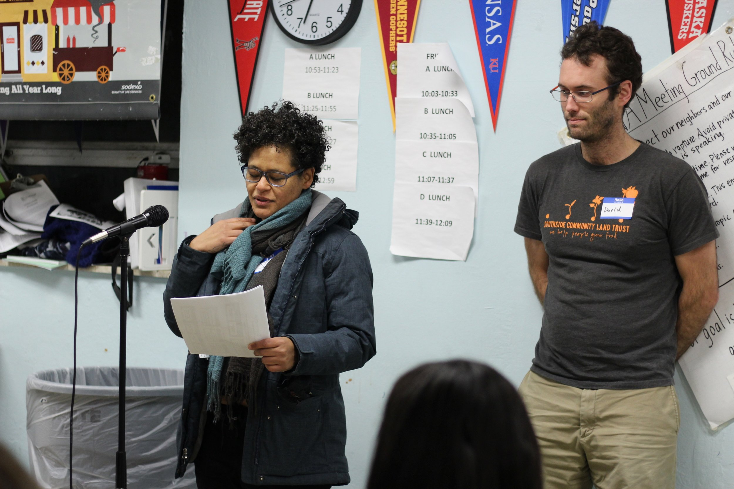 Joann and David of the Community/Comunidad 1 Committee