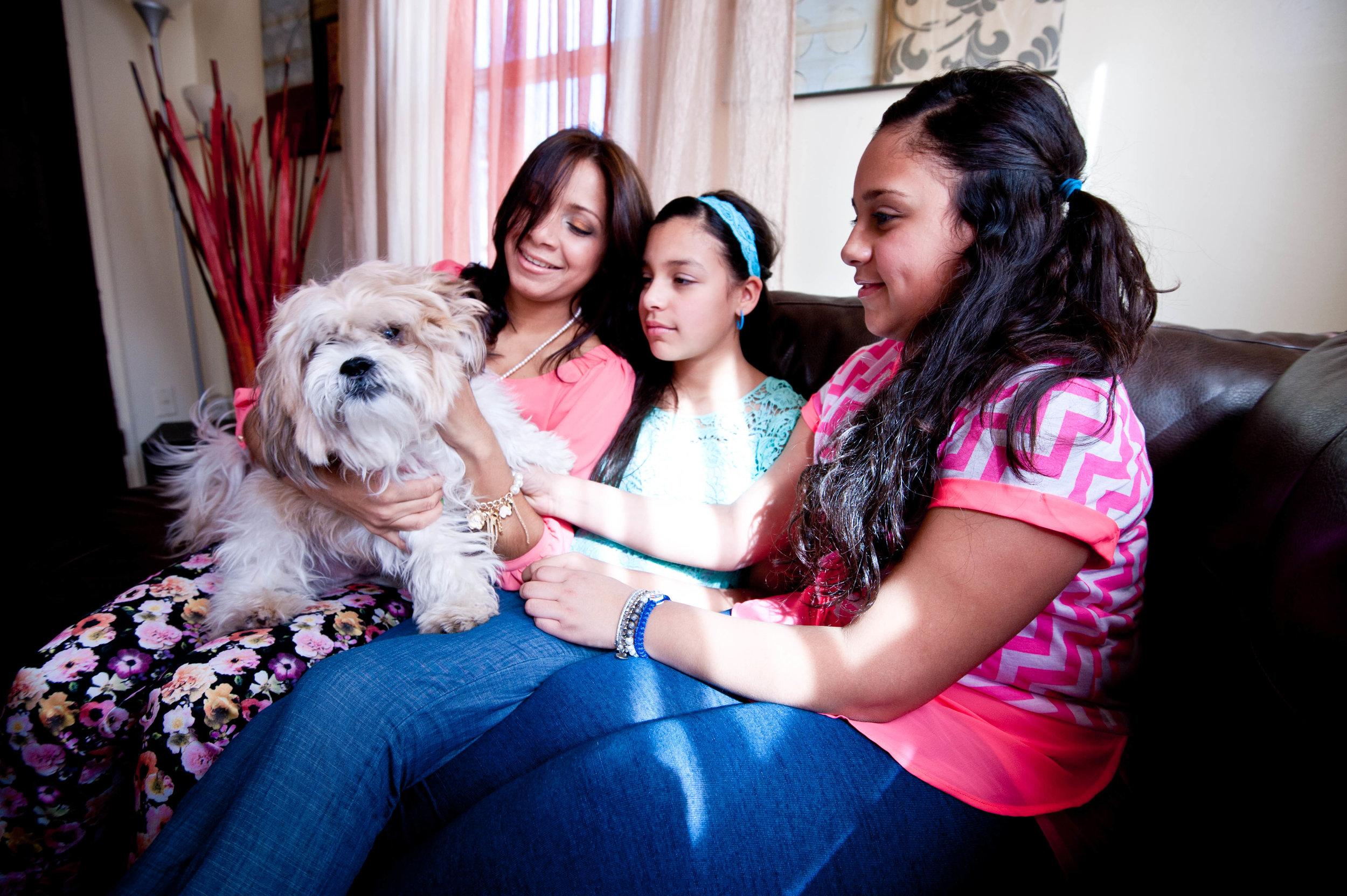 Vilmarys with kids/dog