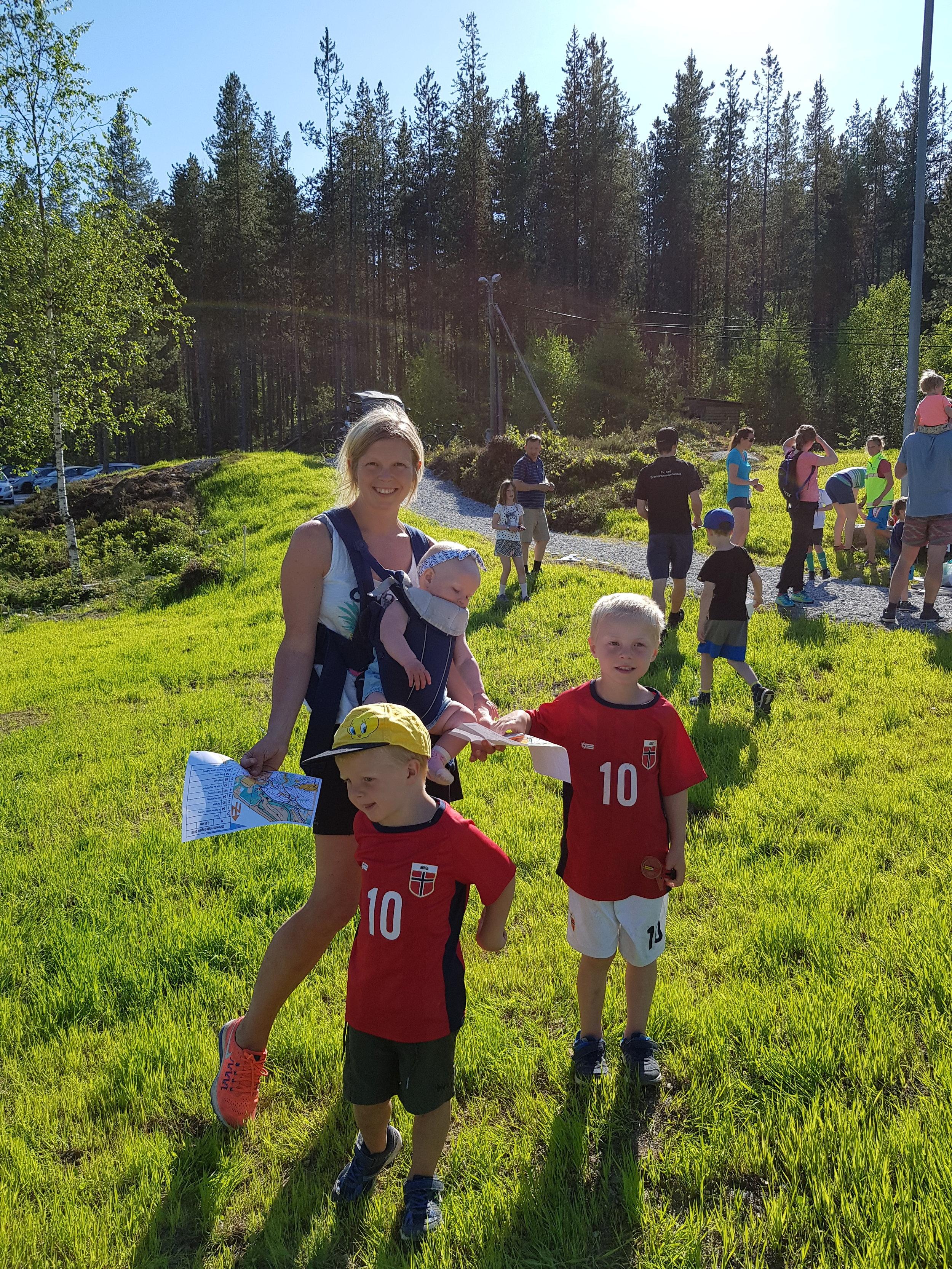 Orientering for heile familien! Ingrid Hove Harkjerr med Åsa, Eskil og Brage. Tore var ute og sprang ei lenger løype.