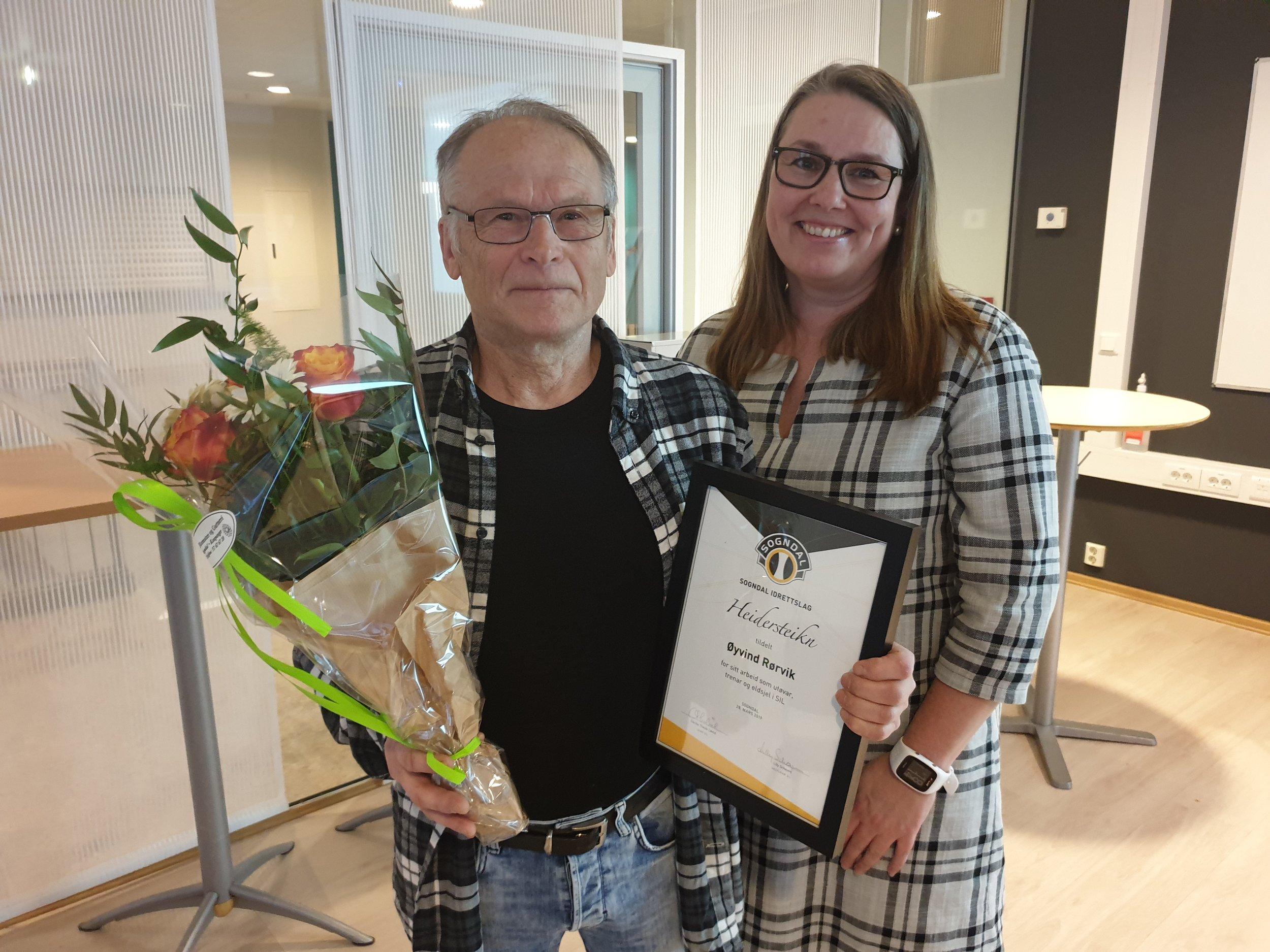 Øyvind Rørvik mottok heiderstekn for si mangeårige innsats og engasjement for SIL.