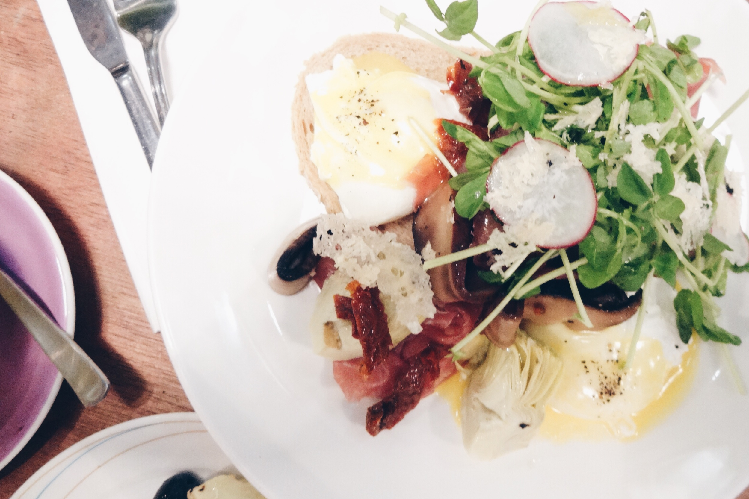 Freshly Shaved Prosciutto Benedict – SGD$19.90