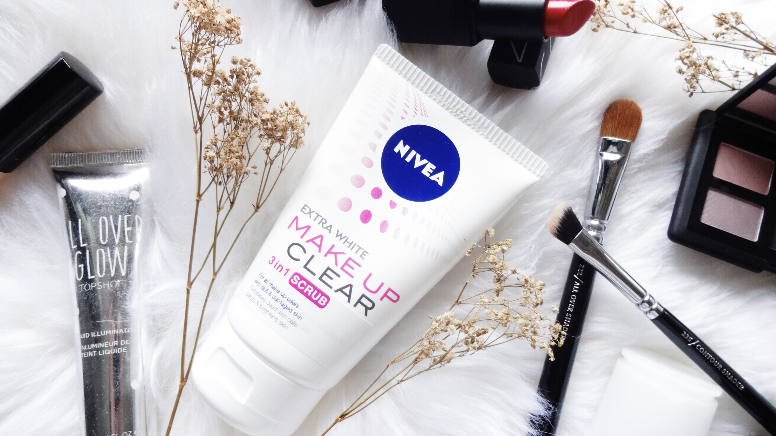 NIVEA Make Up Clear 3-in-1 Scrub