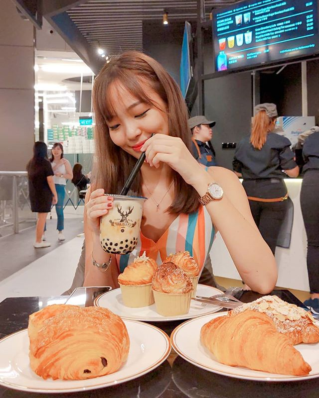 Bubble tea is my one true love 🥤💕 (Tq @shawnchanmalichan for the photo!)#thealleysg