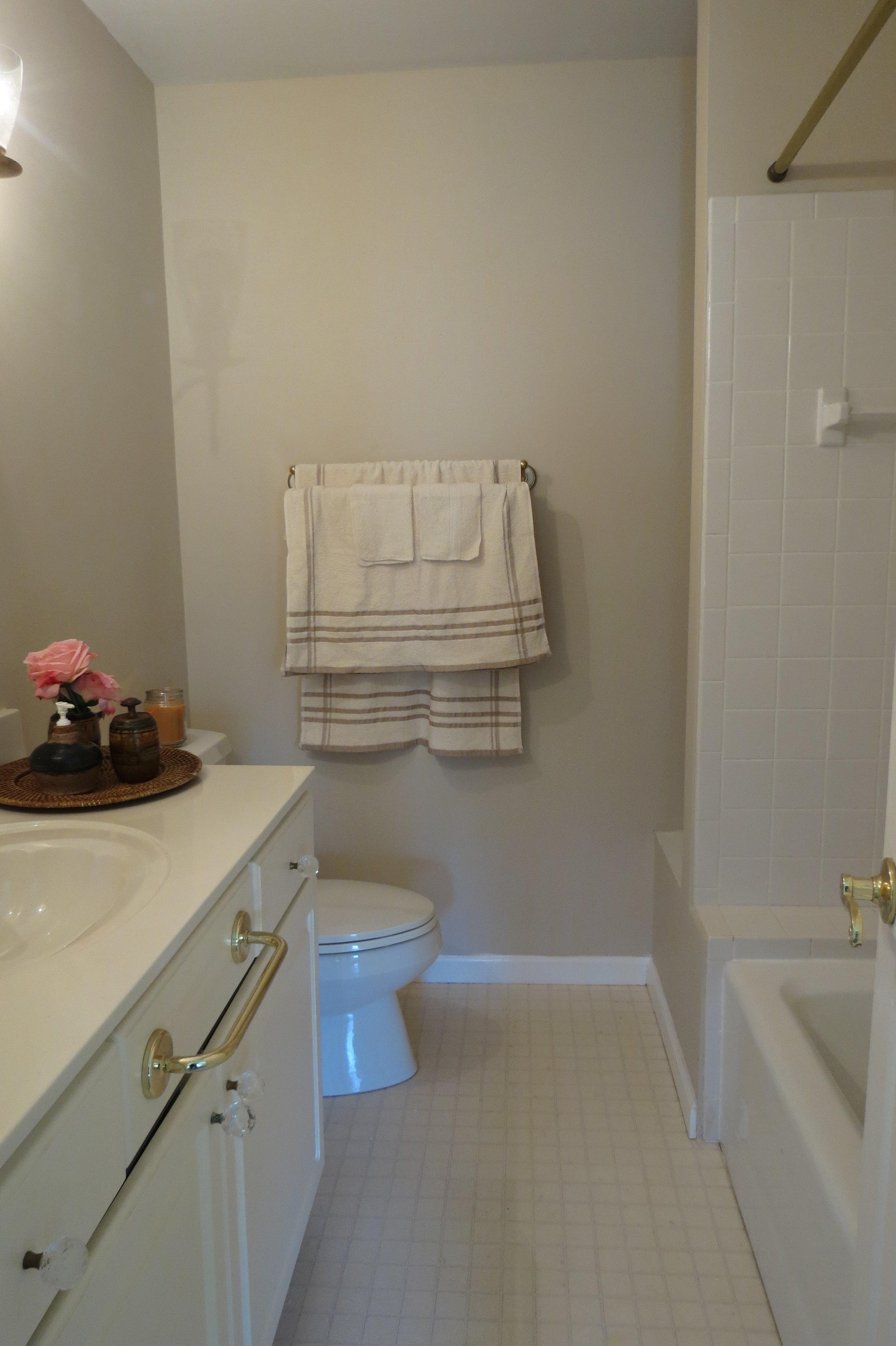 2nd Bathroom Upstairs#2.JPG