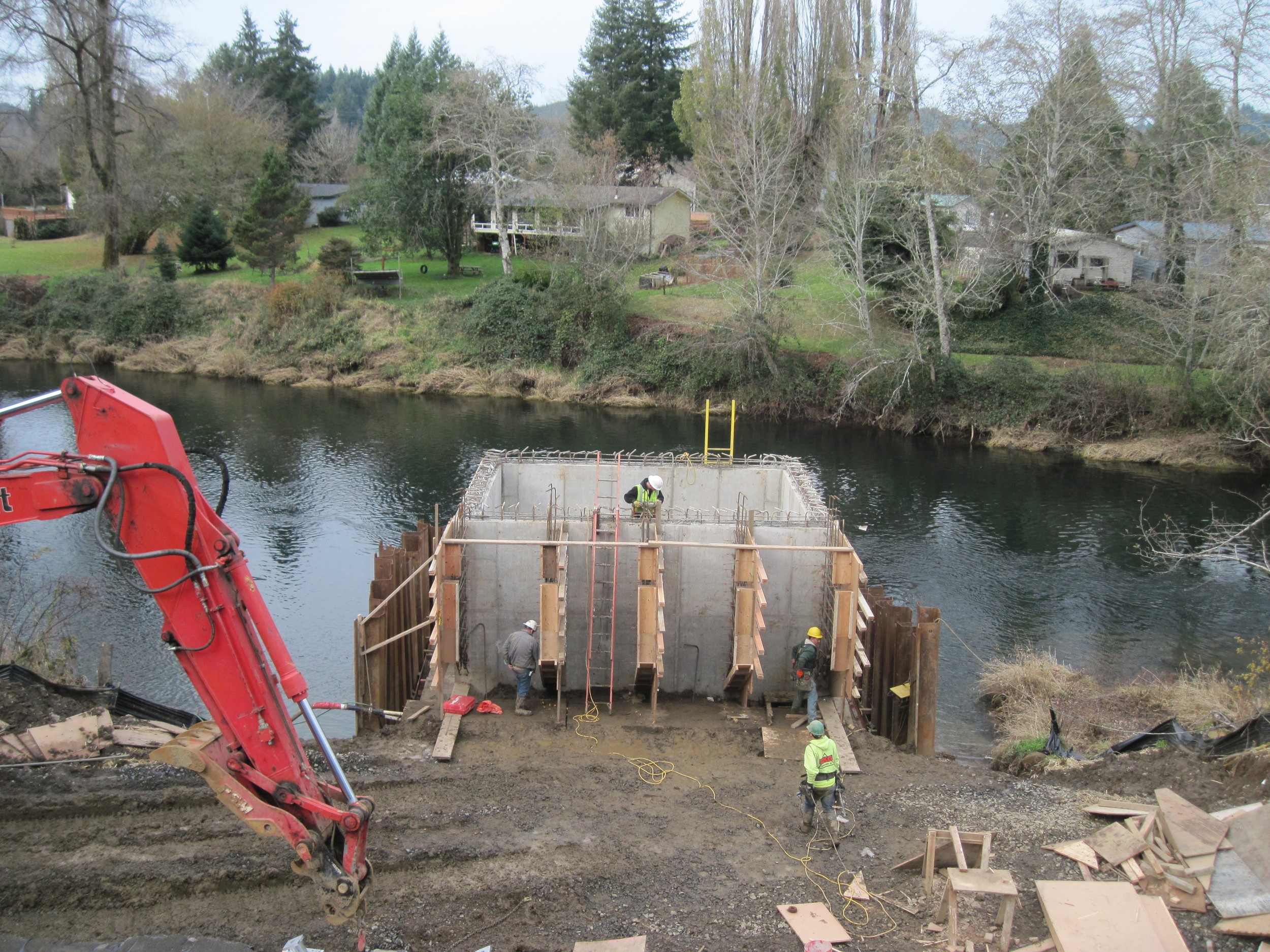 2121017 Siletz Intake Construction 11-19-14 (1).JPG
