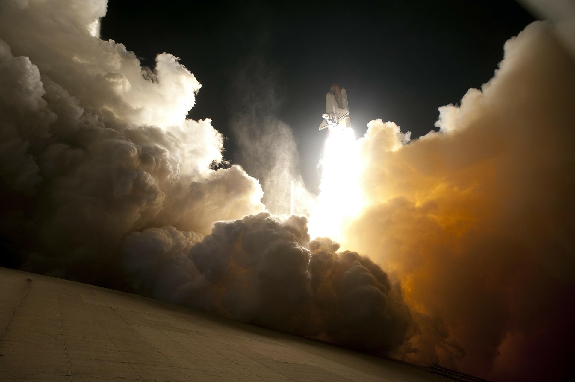 rocket-launch-67646_1920.jpg