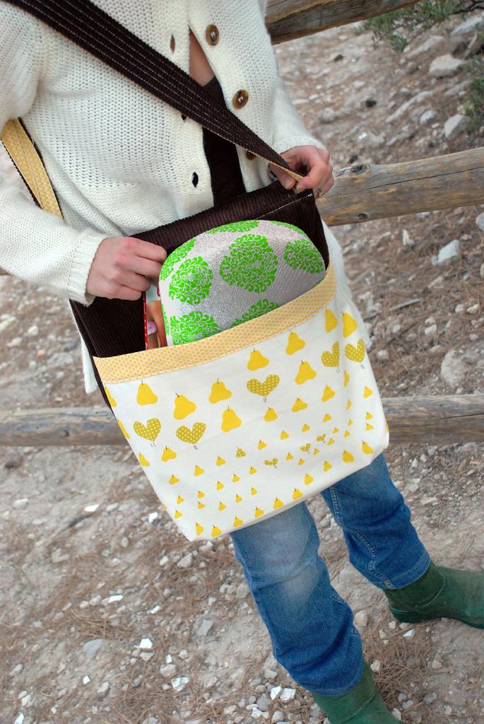 in messenger bag 4.jpg