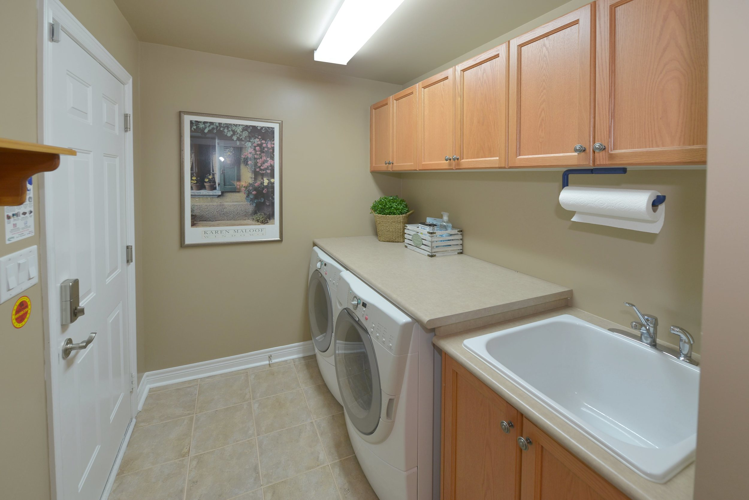 3240_epworth_cres_MLS2084916_HID924933_ROOMlaundryroom.jpg