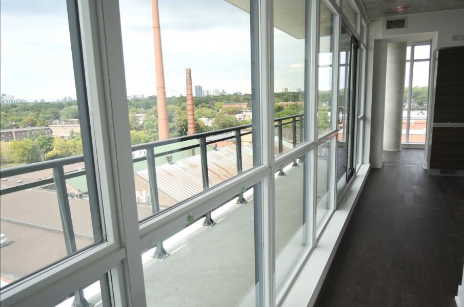 SOLD  345 Carlaw Av | Toronto |1 Bedroom      | Location, Light Filled, Full Balcony