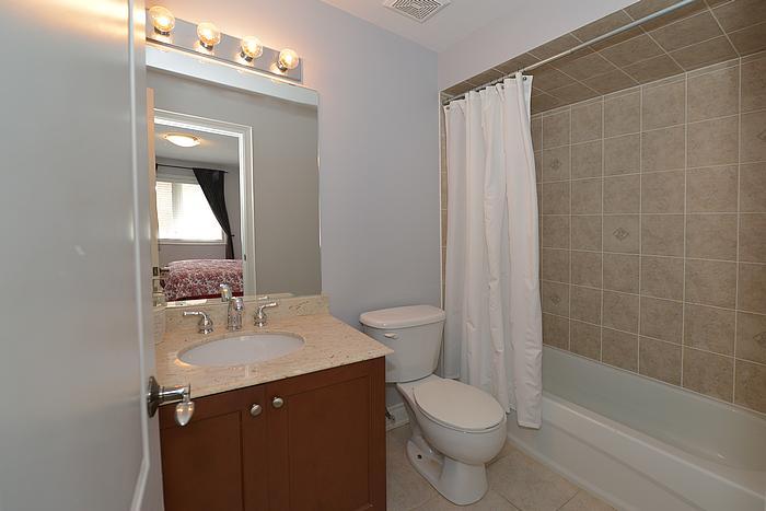 bathroom1_700.jpg