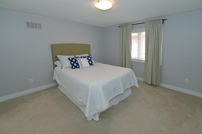 bedroom_700.jpg