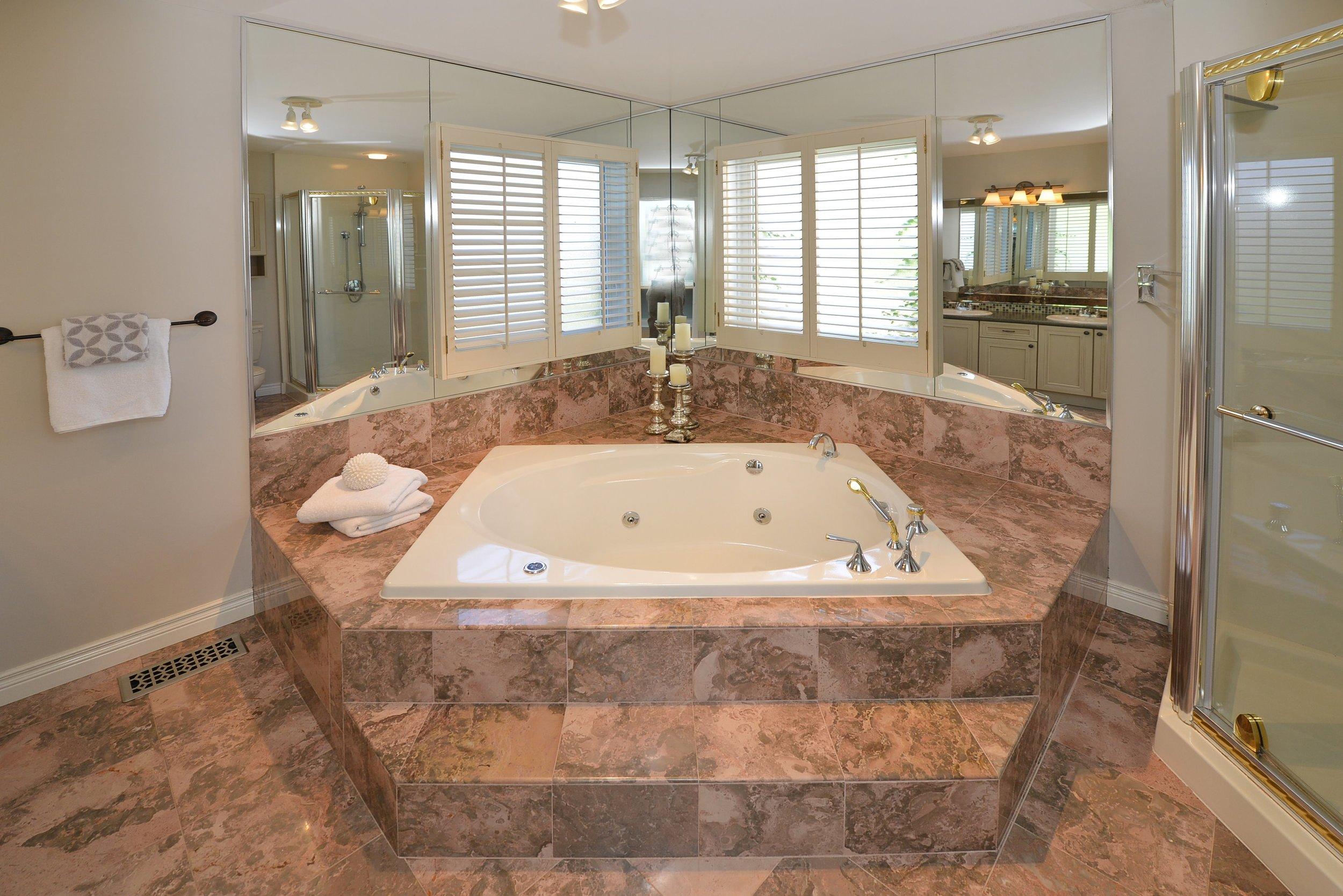 2767_guilford_crescent_MLS30538562_HID1121270_ROOMmasterbathroom.jpg