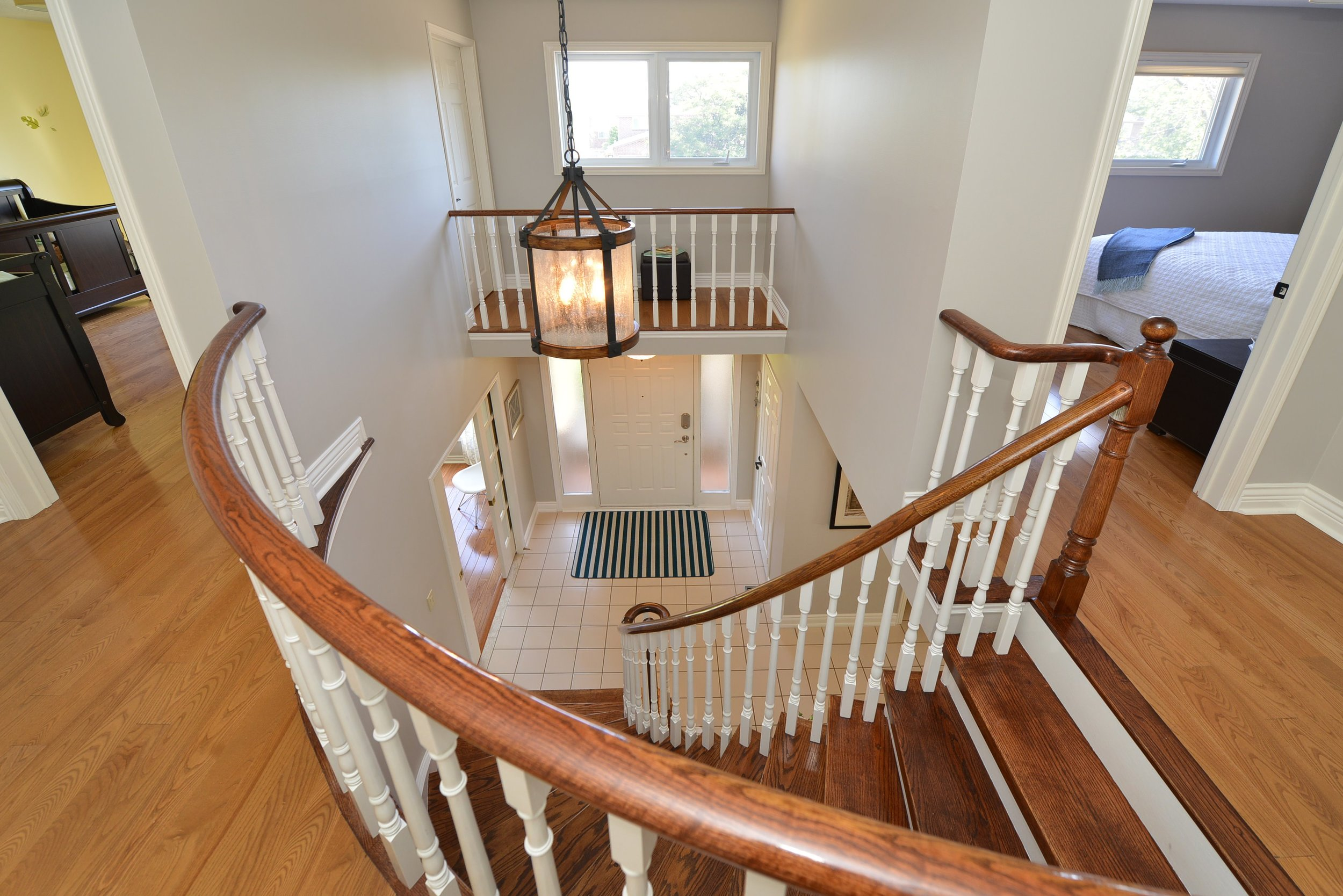 2767_guilford_crescent_MLS30538562_HID1121270_ROOMstairwell.jpg