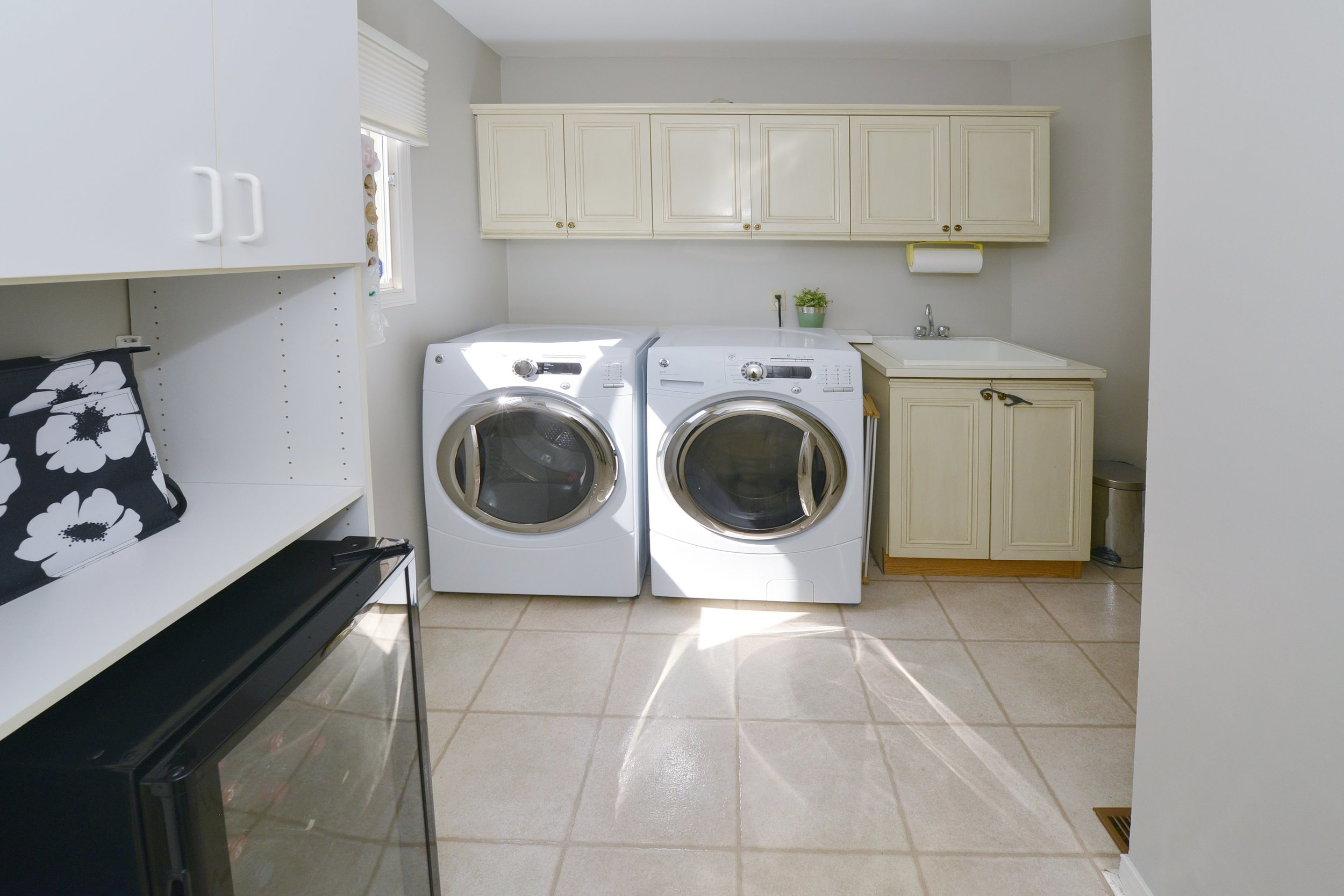 2767_guilford_crescent_MLS30538562_HID1121270_ROOMlaundryroom.jpg