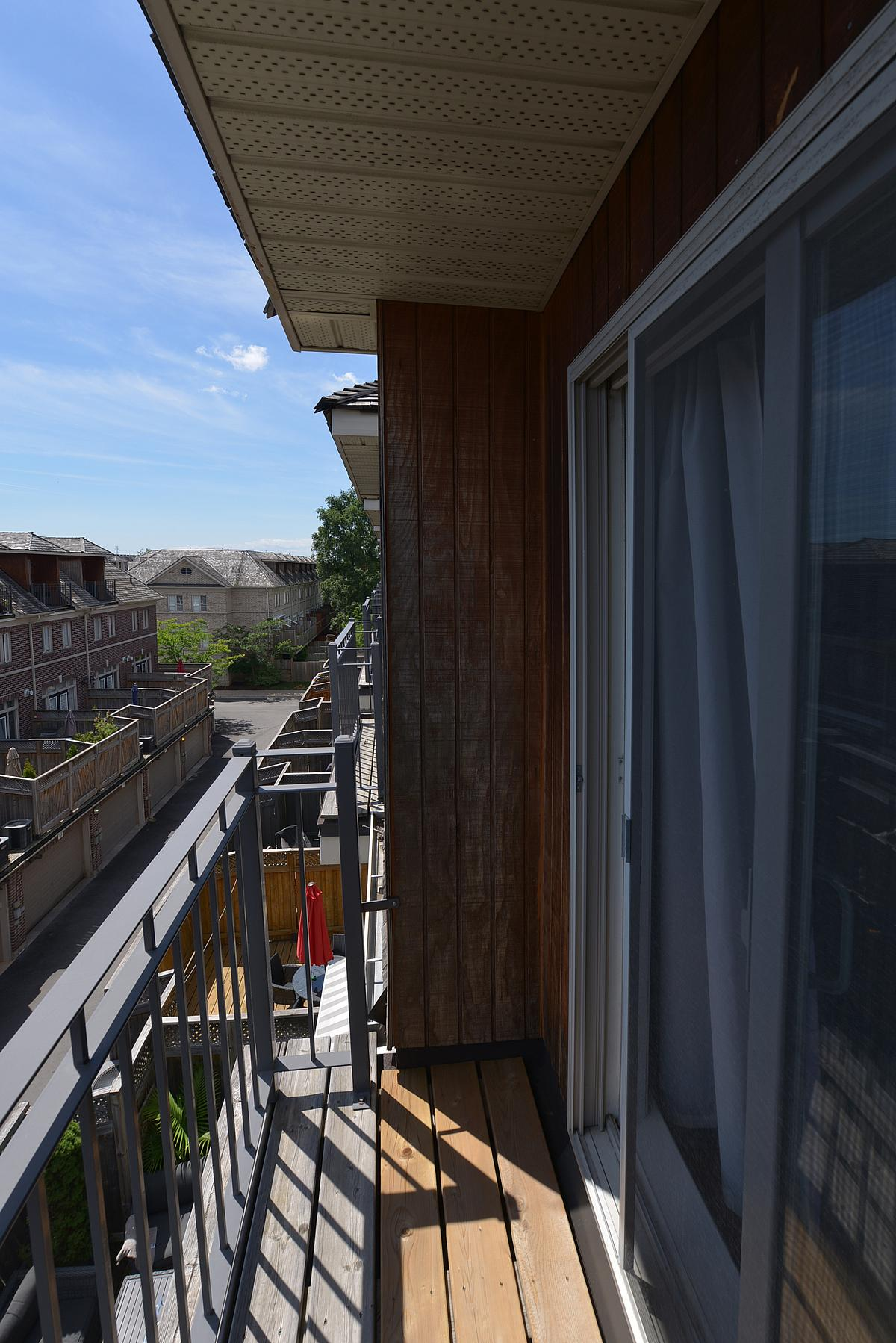 balcony_1200.jpg