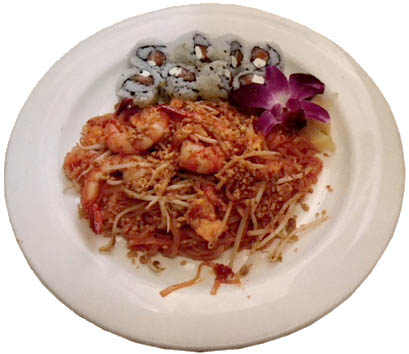 Lunch special combo - shrimp padthai & tuna roll.JPG