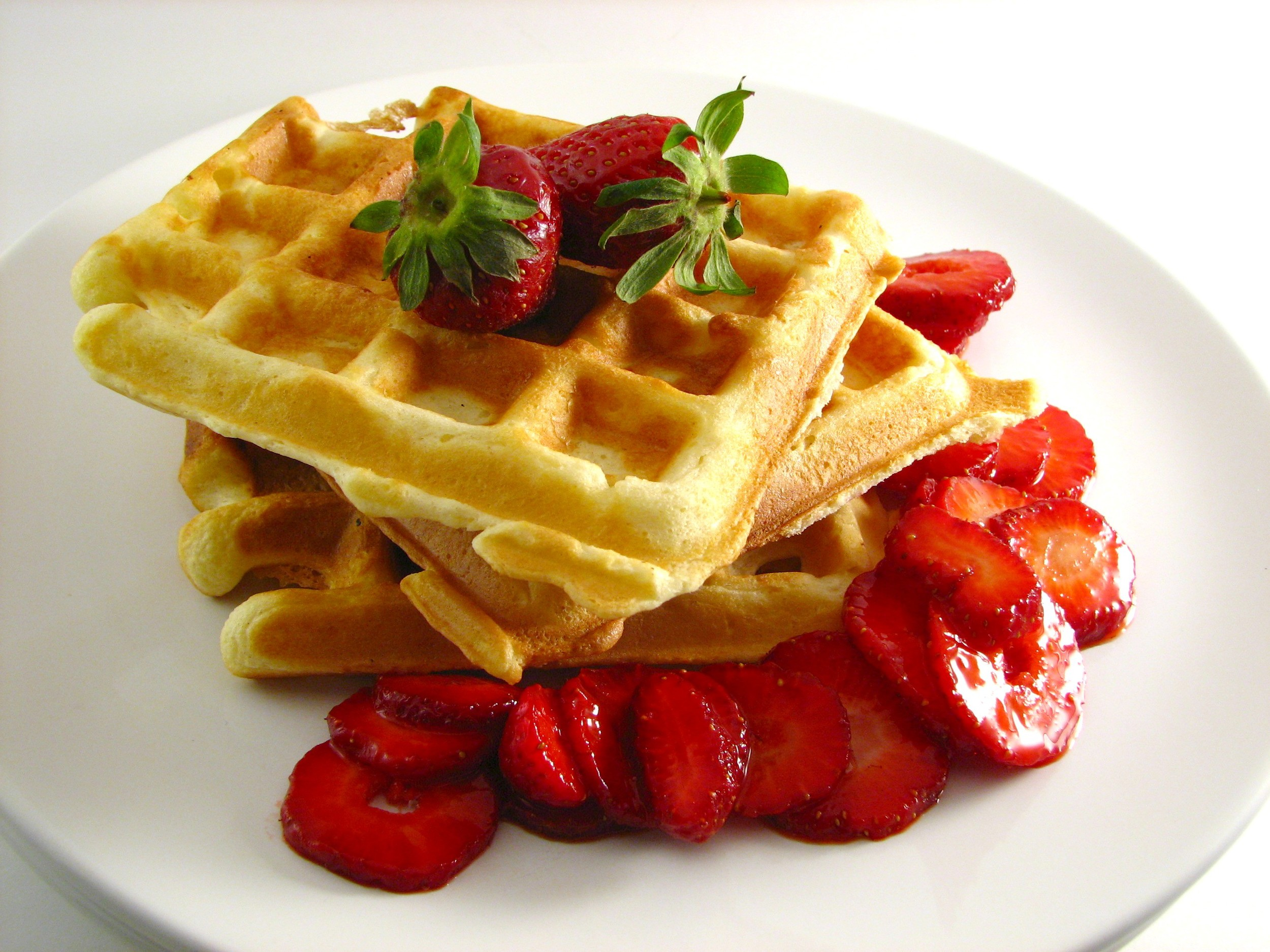 Waffles_with_Strawberries.jpg