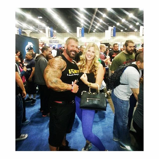 #fbf to when we met Rich Piana at the #bodybuilding expo. 🙋🏼💪🏼🙌🏽#muscle #muscles #body #bodyfitness #gym #gymlife #gymtime #gymflow #training #addicted #fit #fitness #fitfam #fitnessfreak #fitgirls #fitnessmotivation #fitspo #fitnessaddict #fitgirls #fitnessmodel #fitnesslifestyle #igfit #igfitness