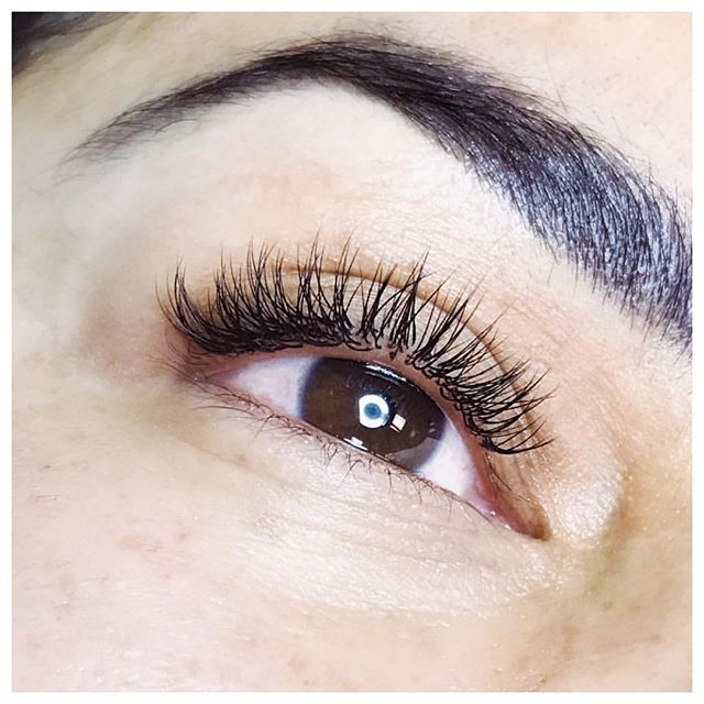 These flirty little fluffies done by @wtf.lashco at @hairylittlethings 💕