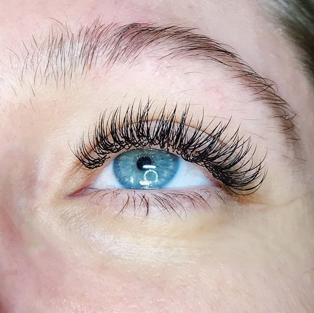 "Nothing says ""I'm getting married on Saturday"" like a full set of silk lashes! This babe came to see @wtf.lashco today at HLT for her V important wedding prep. ✨👰🏻"