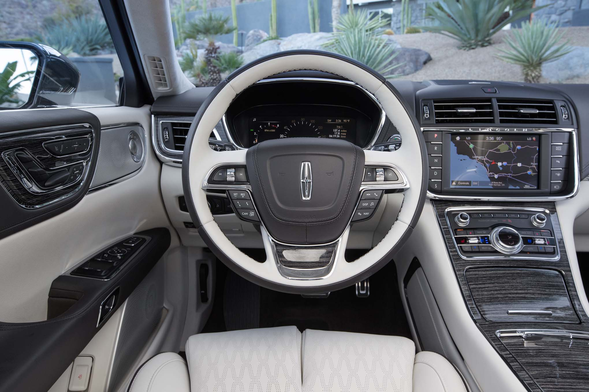 2017-Lincoln-Continental-30T-AWD-cockpit.jpg