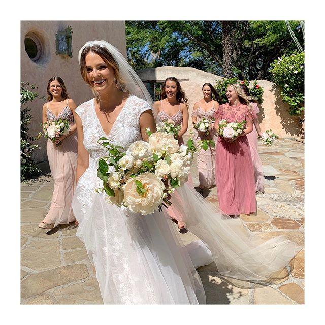 Beautiful, bronzed Bride and Bridesmaids! 🌷